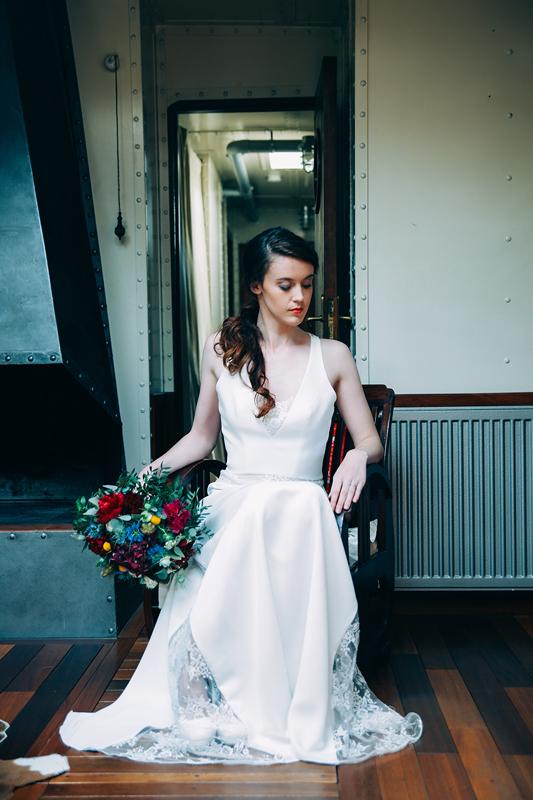 shooting inspiration mariage rennes chevaigne mariée robe peniche original décalé